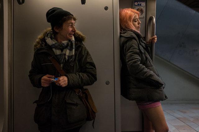 """Prag'da """"Pantolonsuz Metro Yolculuğu"""""""