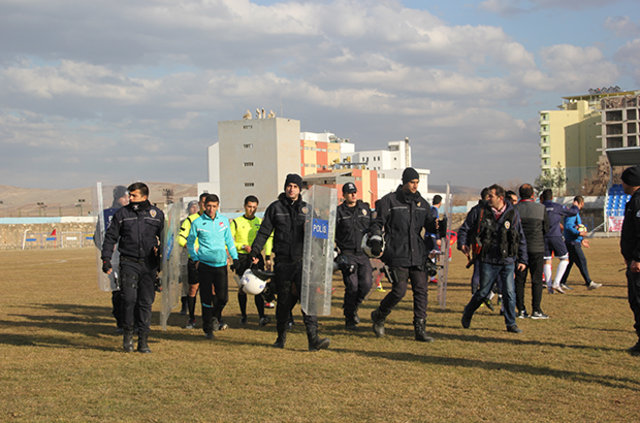 Bölgesel Amatör Lig takımları Kurtalanspor ile Mardin 47 Spor arasında oynanan maçın ardından kavga çıktı