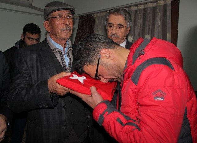 Ömer Halisdemir'in babasından Fethi Sekin'in ailesine ziyaret