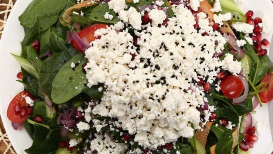 narlı lor peynirli ıspanak salatası tarifi
