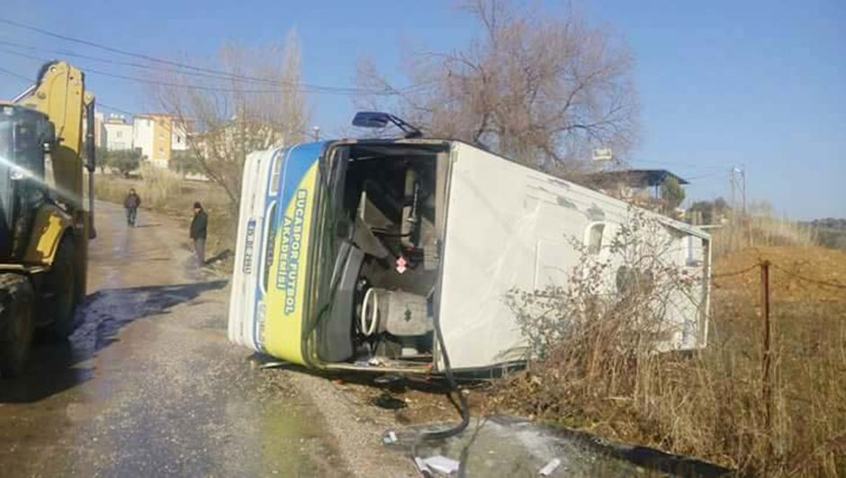 Bucasporlu minikler kazayı ucuz atlattı