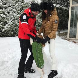 Bahçede karla eğlence