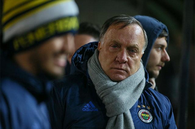 Fenerbahçe Teknik Direktörü Dick Advocaat, istediği takviyelerin gerçekleşmemesi sornası moralinin düşük olduğu öğrenildi