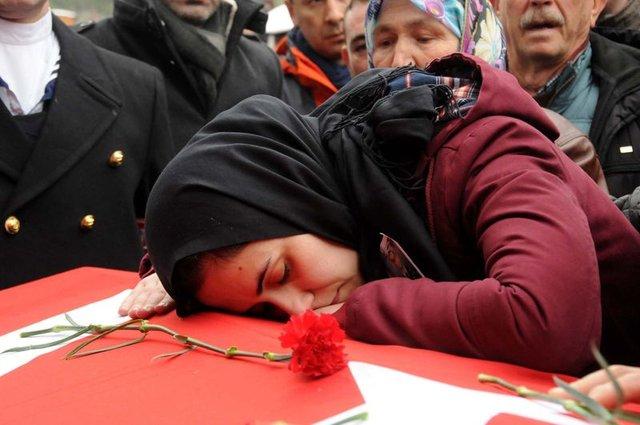 Şehit Astsubay Kıvanç Kaşıkçı, Çanakkale'de gözyaşlarıyla uğurlandı