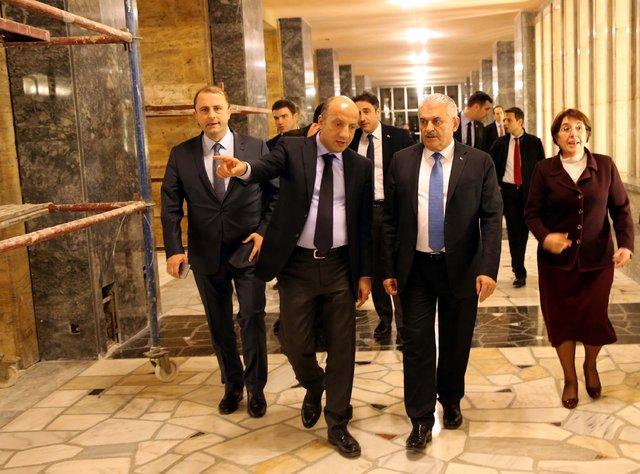 Binali Yıldırım, Meclis'te restorasyon çalışmaları süren alanları inceledi