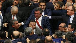 TBMM karıştı: Ak Parti Milletvekli Şahin'in burnu kırıldı
