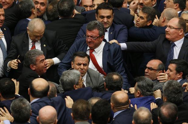 Meclis karıştı! Milletvekilinin burnu kırıldı...