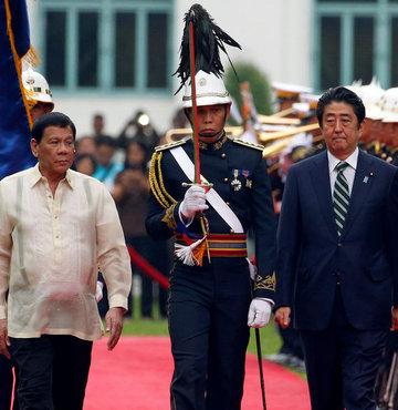 Duterte'ye ilk ziyaret Japonya Başbakanı'ndan
