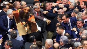 AK Partili Muhammet Balta: Bacağımdan ısırıldım