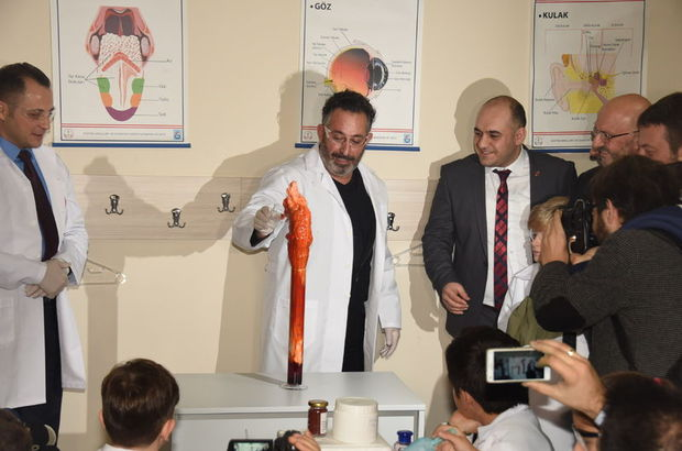 Cem Yılmaz laboratuvar açılışında güldürdü!