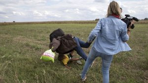 Sığınmacılara tekme atan kameramana 3 yıl hapis cezası