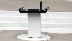 Meclis kürsüsündeki 15 bin Euro'luk mikrofon kayıp