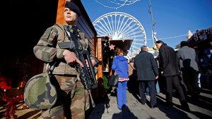 Fransa'da korku yaratan patlama sesleri!