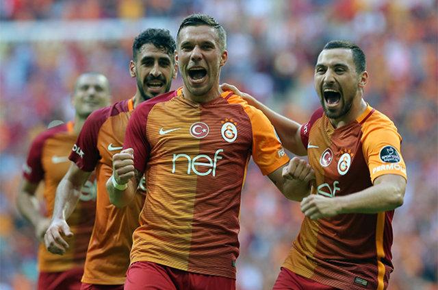 Podolski, Sneijder ve Selçuk oyunu!