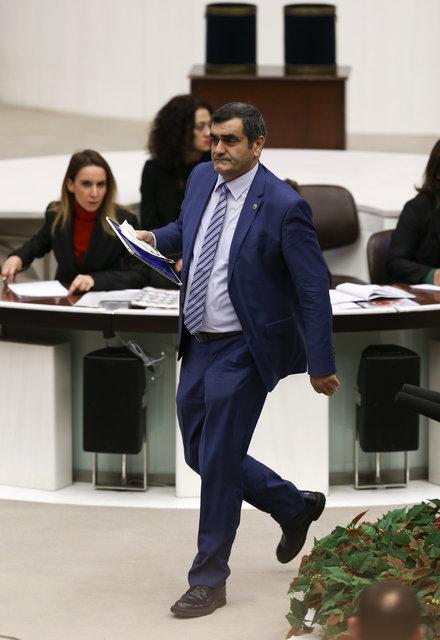CHP'li Milletvekil 'ısırılma iddiası'na bacağını göstererek savunma yaptı