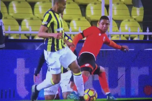 Fenerbahçe - Adanaspor maçında penaltı tartışması