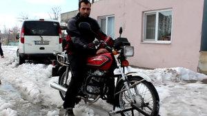 Çok sevdiği motorunu 'kar kızağına' çevirdi