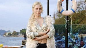 Aleyna Tilki ev aldı annesine verdi