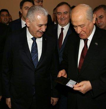 Başbakan'dan Bahçeli'ye kimlik jesti