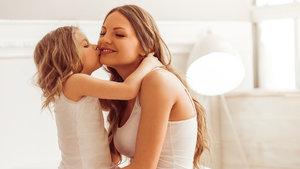 Kızlara verilebilecek en güzel hediye HPV aşısı