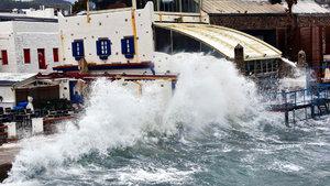 Şiddetli fırtına Bodrum sahillerini vurdu