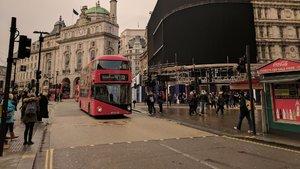 Londra'nın ünlü meydanı karanlıkta kaldı