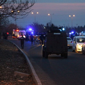 DİYARBAKIR'DA POLİSE SALDIRI: 4 ŞEHİT