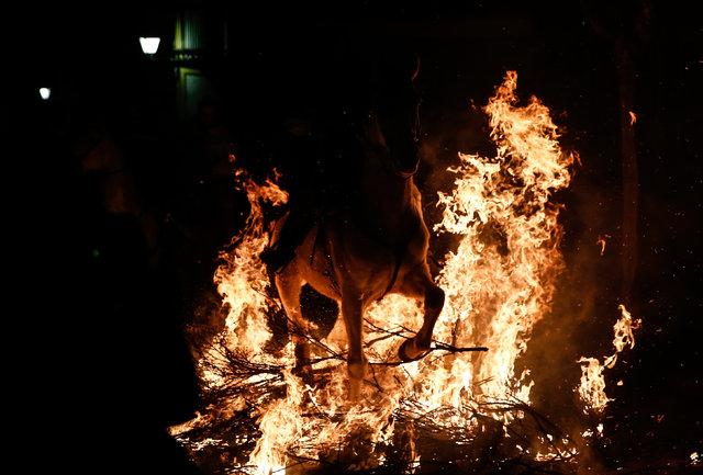 Atlar ateş üzerinde günahlarından arındı