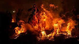 İspanya'da atlar ateş üzerinde günahlarından arındı