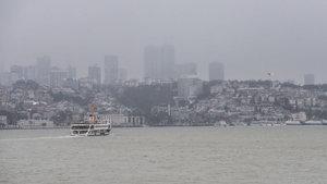 İstanbul'da boğaz trafiğine sis engeli
