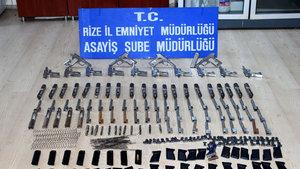 Rize'de otomobilde parçalara ayrılmış 20 tabanca bulundu