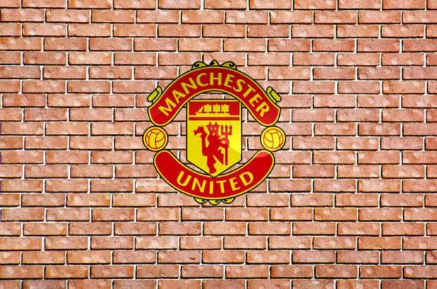 Antonio Valencia, Manchester United'da kaldı
