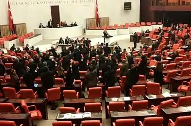 Meclis'te 'Ayağa Kalkma' eylemi