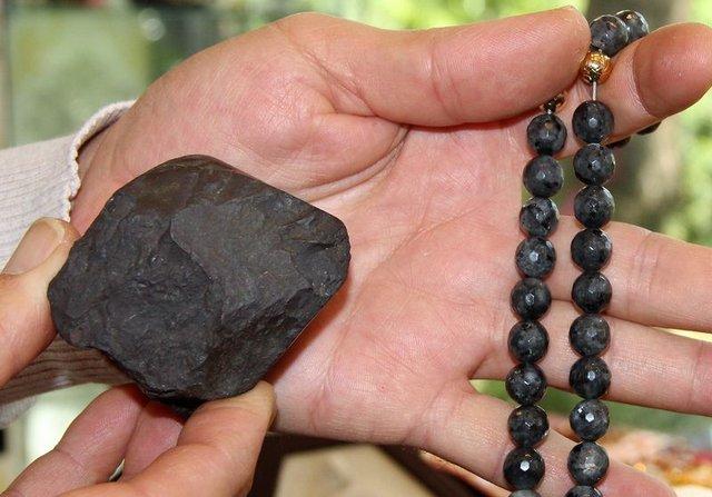Bingöl'de bir usta Göktaşını 3 ayda tespihe çevirdi