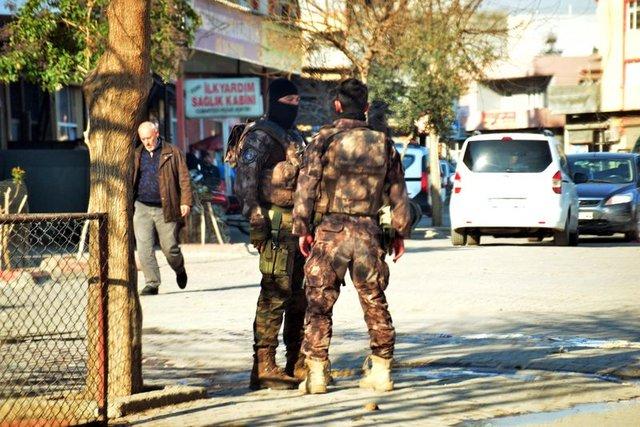 Adana'da 'Polis giremez' denilen bölgede huzur operasyonu