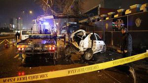 Ankara'da yolcu minibüsü polis aracına çarptı: 3 yaralı