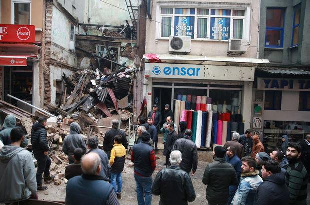 Fatih´te metruk bina çöktü
