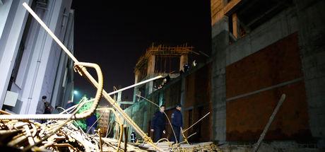 Antalya'da iskele çöktü, işçiler enkaz altında kaldı
