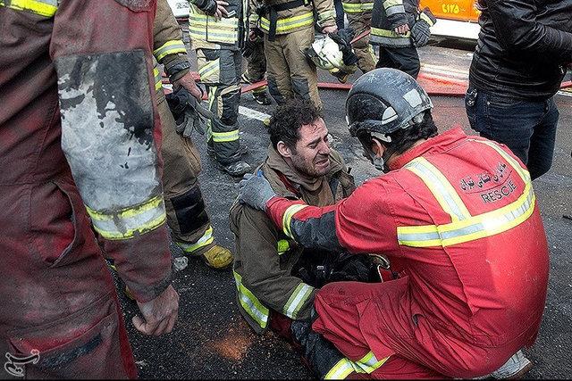 İran'ın başkenti Tahran'da yangın çıkan bina çöktü, olay yerinden ilk kareler