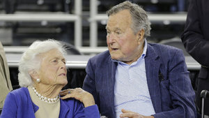 Yoğun bakımdaki Baba Bush'un eşi de hastaneye kaldırıldı