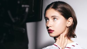 Iris Law, Burberry Beauty'nin reklam yüzü