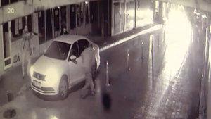 Bursa'da 3 kişinin sokak ortasındaki silahlı çatışma anı kamerada