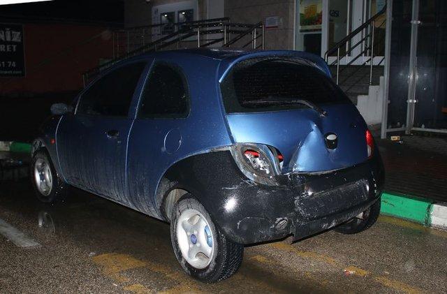 Bursa'da kaza yapan sürücü sinirlenip otomobilini ateşe verdi