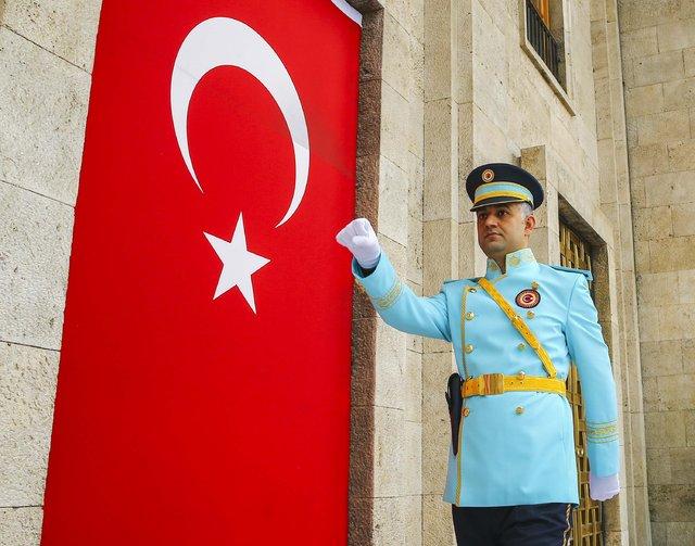 Meclis tören polislerine turkuaz üniforma