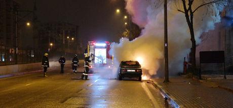 Bursa'da bir sürücü önce kaza yaptı sonra otomobilini yaktı