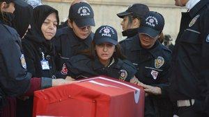 Silah arkadaşı şehit eşi Furkan Demir'i son yolculuğuna uğurladı