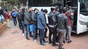 İzmir'de insan tacirlerine polisten büyük darbe
