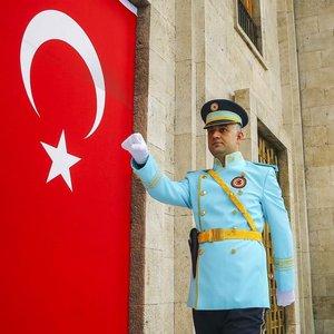 Meclis polislerinin de üniforması değişti