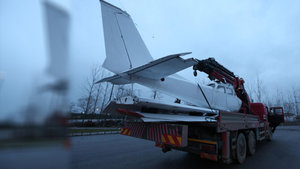 Karayoluyla taşınan uçak ilgi çekti