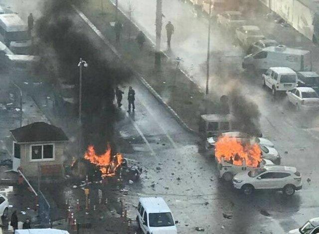 """İzmir Adliyesi'ne düzenlenen saldırıda Avukat Bülent Karagöz'ü """"Hukuk"""" kitabı kurtardı"""